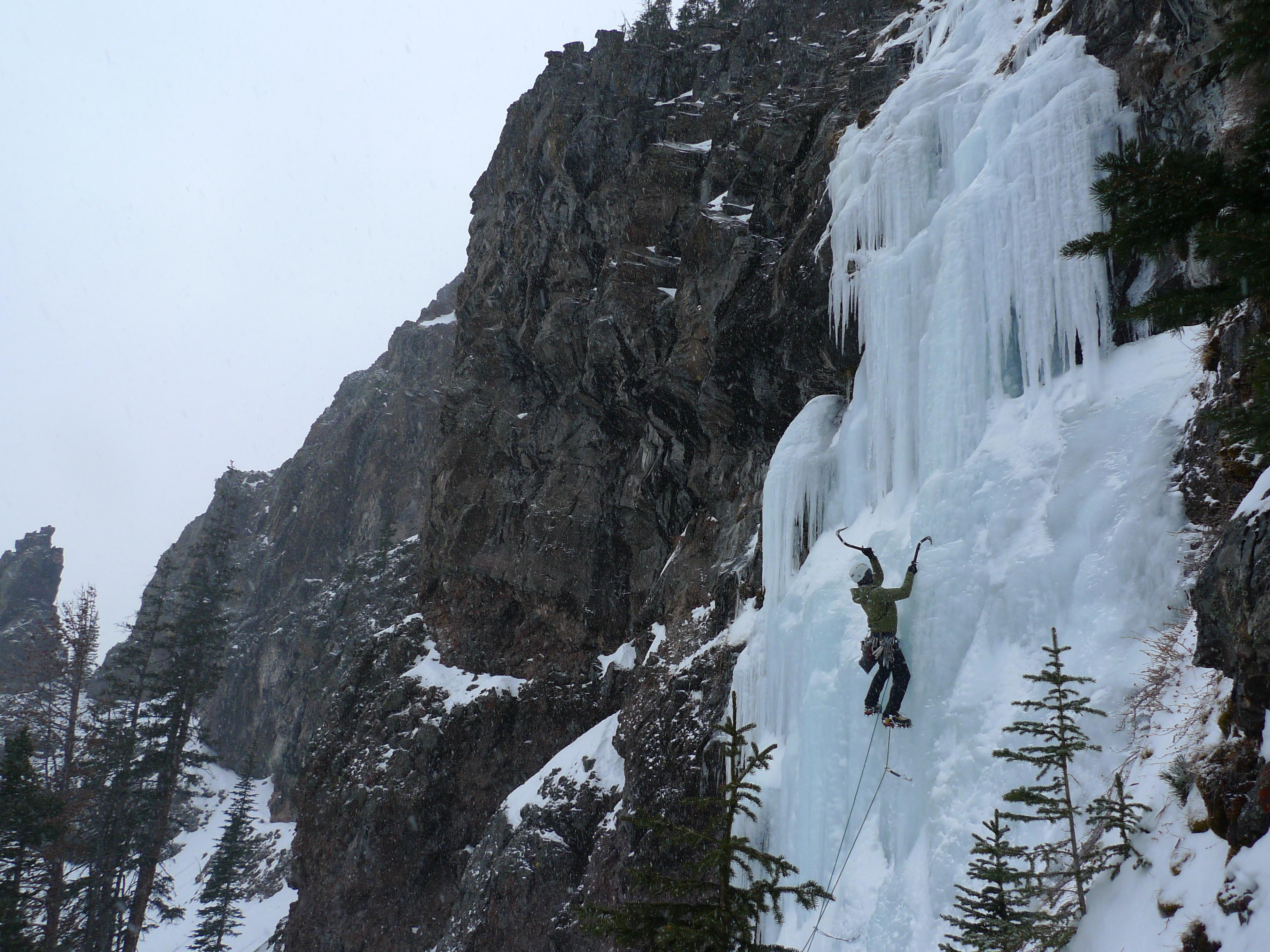 Land of the Lost, Wi4. Hyalite Canyon, MT. Photo: Andy Tankersly